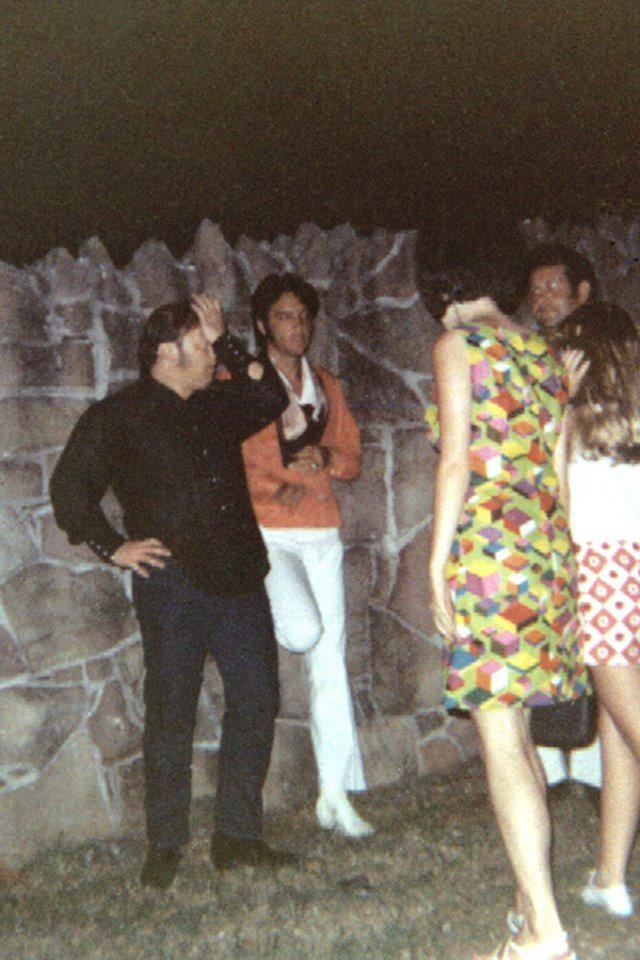 Elvis Chatting With Fans At The Graceland Gates Memphis