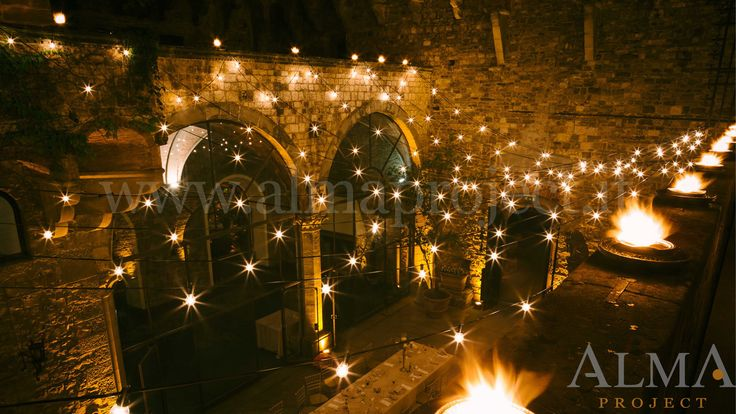 ALMA PROJECT @ Castello di Vincigliata - Courtyard Bulbs production - Amber uplights ground floor and first balcony - Photo Art Wedding Story - 242
