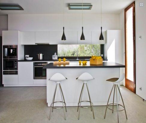 Hermosas cocinas en color blanco y negro decoracion for Cocinas en blanco y negro