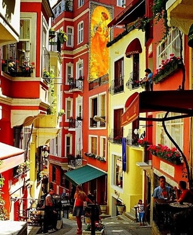 Colourfull street in Istanbul - we´re planning to spend out 25th anniversary in Istanbul. I can´t wait!