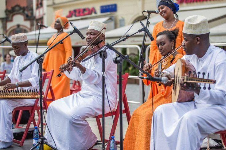 Zanzibar Taaran/Kidumbak Ensemble - Old Town   Brave Festival 2015 Griot, phot. Mateusz Bral