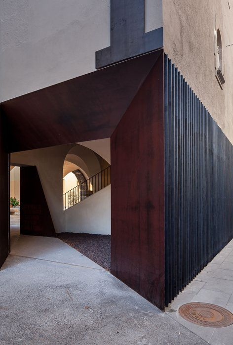 A door to the landascape - Olot Tourist Office, Olot, 2015 - Arnau Estudi d'Arquitectura