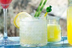 Tuinset uit de schuur, parasol in de houder en deze cocktail in de hand: het is weer zomer - Recept - Allerhande