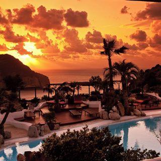 Hotel Hacienda Na Xamena (San Miguel, Ibiza) ☀️ - One of the best pools around the world is in this great luxury hotel. ✨ Valorada como una de las 10 mejores piscinas de todo el mundo. #pool #ibiza #spain #ibizalove #besttrips #spain #islands #tripadvisor
