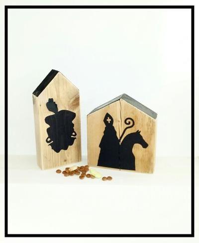 """Bekijk de foto van debetoverdezolder met als titel """"hij komt, hij komt, die lieve goede Sint"""". Leuke houten huisjes met Sint en Piet en andere inspirerende plaatjes op Welke.nl."""