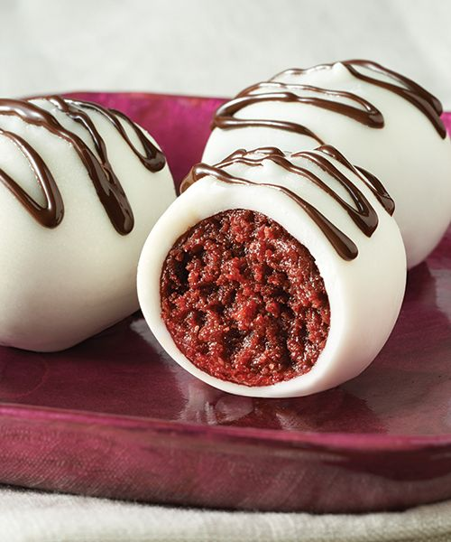 Red Velvet OREO Cookie Balls recipe - These delicious and rich treats are made from cream cheese and crushed Red Velvet Oreo Cookies and dipped in melted chocolate. #Recipe #Dessert #RedVelvet @oreo