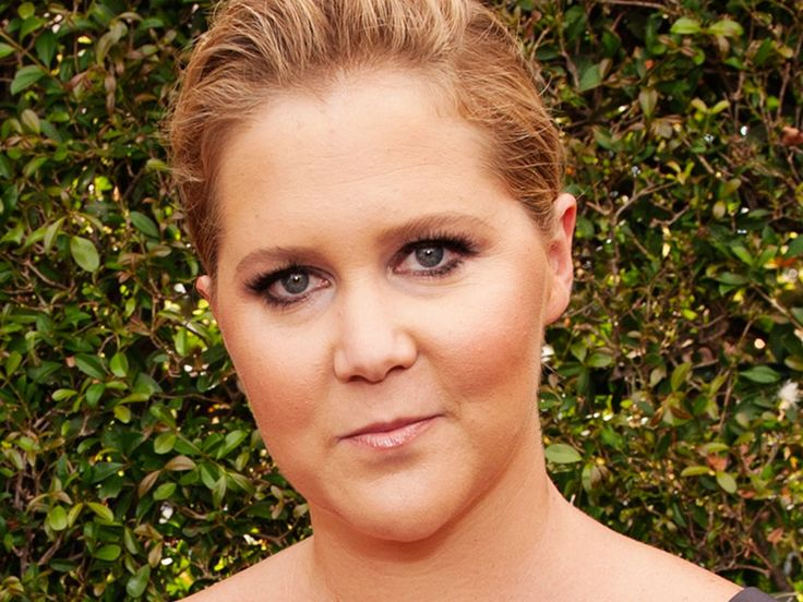 Amy Schumer Name-Drops Vivienne Westwood (& A Tampon Brand) On The Emmys Red Carpet