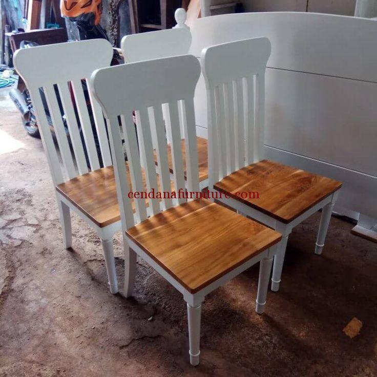 Kursi Makan Cafe Jati Kombinasi terbuat dari bahan baku kayu jati yang kami sempurnakan dengan kombinasi finishing duco dg melamin yang cantik dan kokoh.