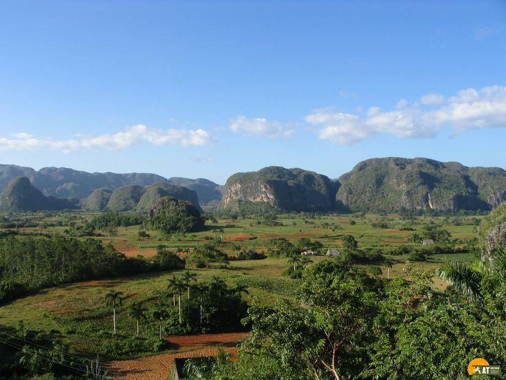 Das #ValledeVinales gilt als eine der schönsten Landschaften auf #Kuba. Das Tal ist etwa 10 km lang und 4 km breit und bildet gemeinsam mit den umliegenden Bergen einen atemberaubenden Nationalpark.