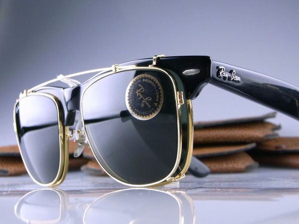 ray bans logo on lens
