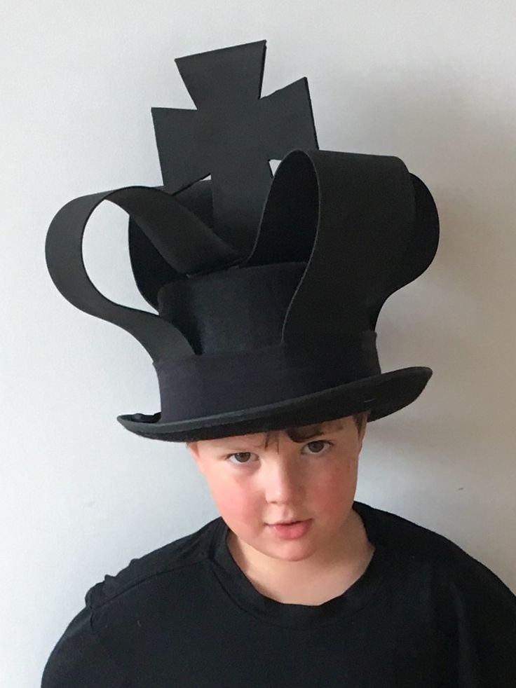 Chess costume black king: tophat, craft foam, glued with glue stick and sewn with needle and thread