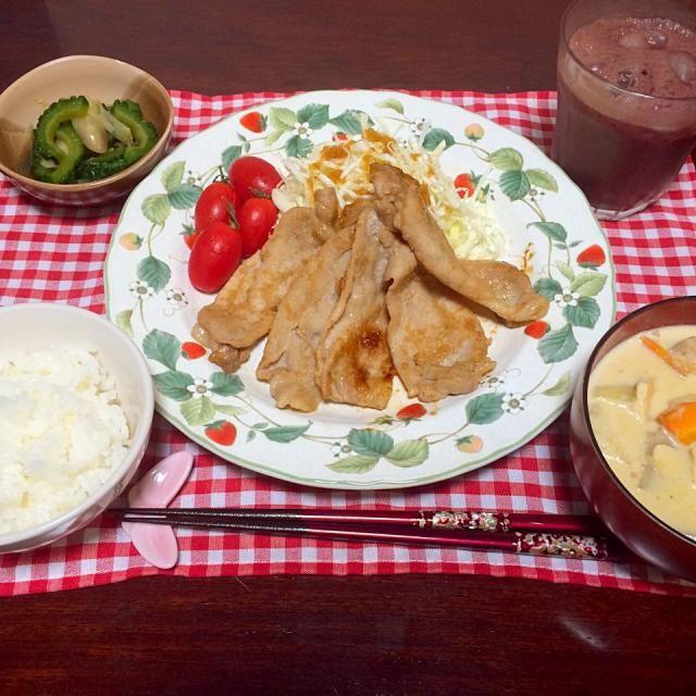 •豚肉の生姜焼き  •生姜たっぷり✨根菜と冬瓜の豆乳味噌スープ  •ゴーヤとミョウガのお浸し  •アサイージュース  生姜は漬け汁を染み込ませて、お肉を柔らかくしました 根菜炒めて豆乳入れて、昆布、出汁、味噌で味付け 優しい味になりました  ごちそうさま❤️ - 10件のもぐもぐ - 豚肉の生姜焼き by apsara
