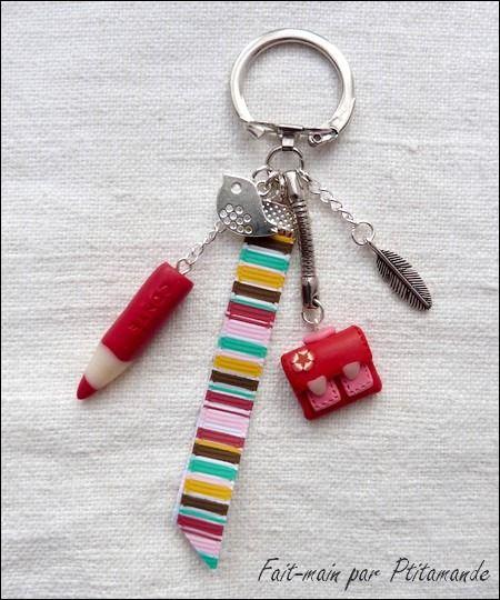 Porte cl s cartable et crayon rouges en fimo fimo rouge et crayons - Porte cle en pate fimo ...