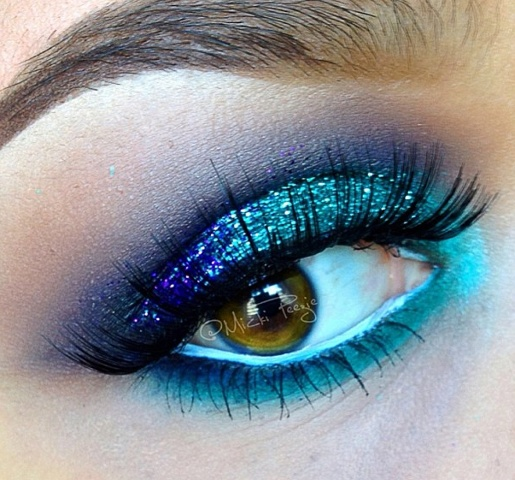 how to make blue eyes bigger at fifty