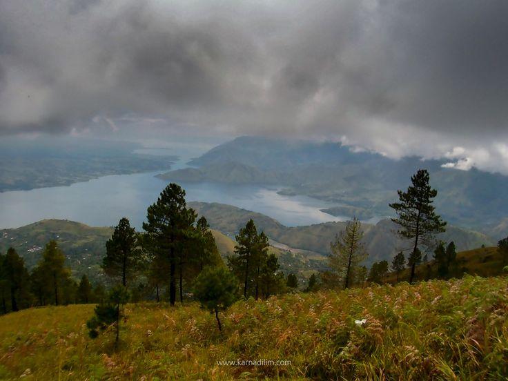 Pusuk Buhit merupakan salah satu dari rangkaian gunung Super Volcano Toba yang berada di Pangururan Pulau Samosir Sumatera Utara. Menurut cerita lokal, Pusuk Buhit dipercaya tempat asal mula orang batak
