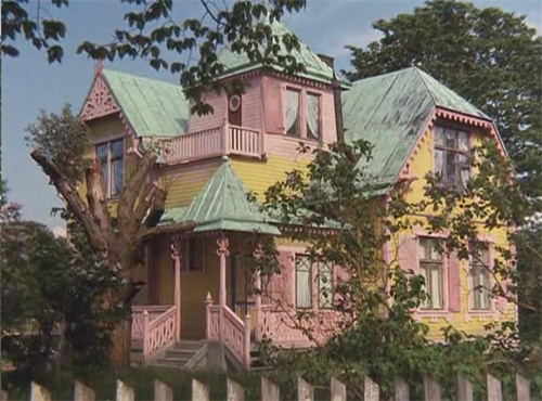 """Whenever I watch """"The Adventures of Pippi Longstocking"""" and see her house, it…"""