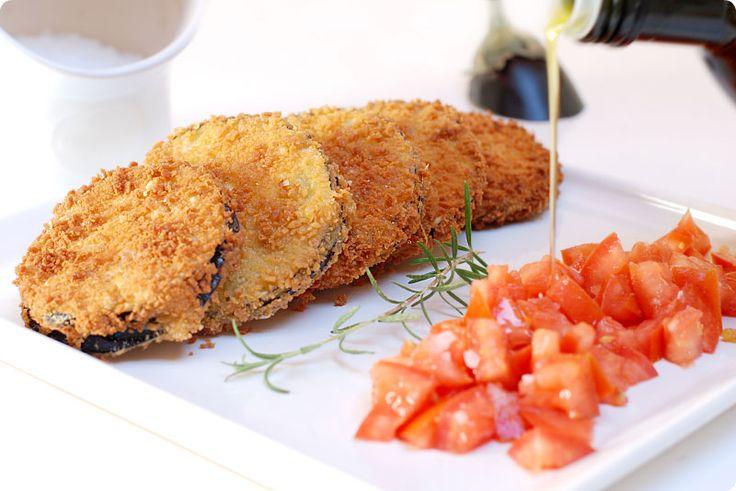Receta de berenjenas rellenas. Una idea fácilmente tuneable que mezcla verduras con ingredientes que aportan cremosidad en el interior. Una frittura deliciosa.