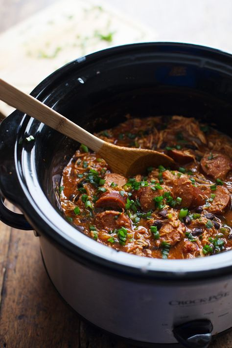 Slow Cooker Creole Chicken and Sausage - 10 minute prep for this hearty dinner, made healthier with beans and peppers. 300 calories. | pinchofyum.com