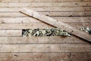 9 правил обращения с деньгами:  Правило № 1. Цени себя.  Стремись все время повышать свои доходы. Говори себе, что стоишь большего. Если твоя нынешняя работа перестала удовлетворять тебя в финансовом плане, настройся на поиски новой. Или найди дополнительный доход.
