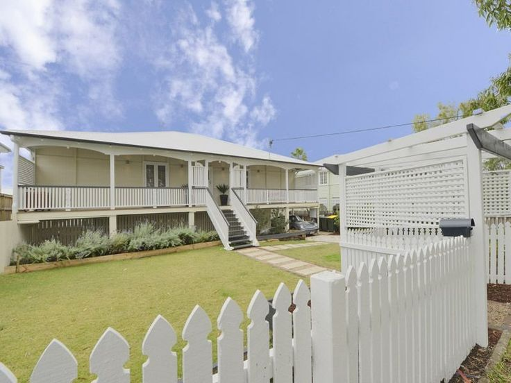 29 best images about houses i like on pinterest classic for Queenslander exterior colour schemes