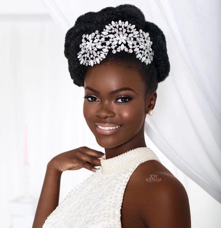 Coiffure de mariage cheveux afro crépus naturels