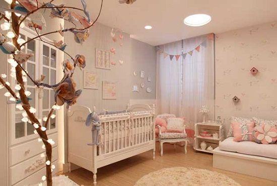 Galho natural com luzinhas para decorar quarto bebe