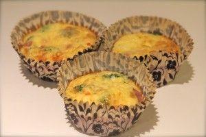 Muffionsomelett med skinke og brokkoli