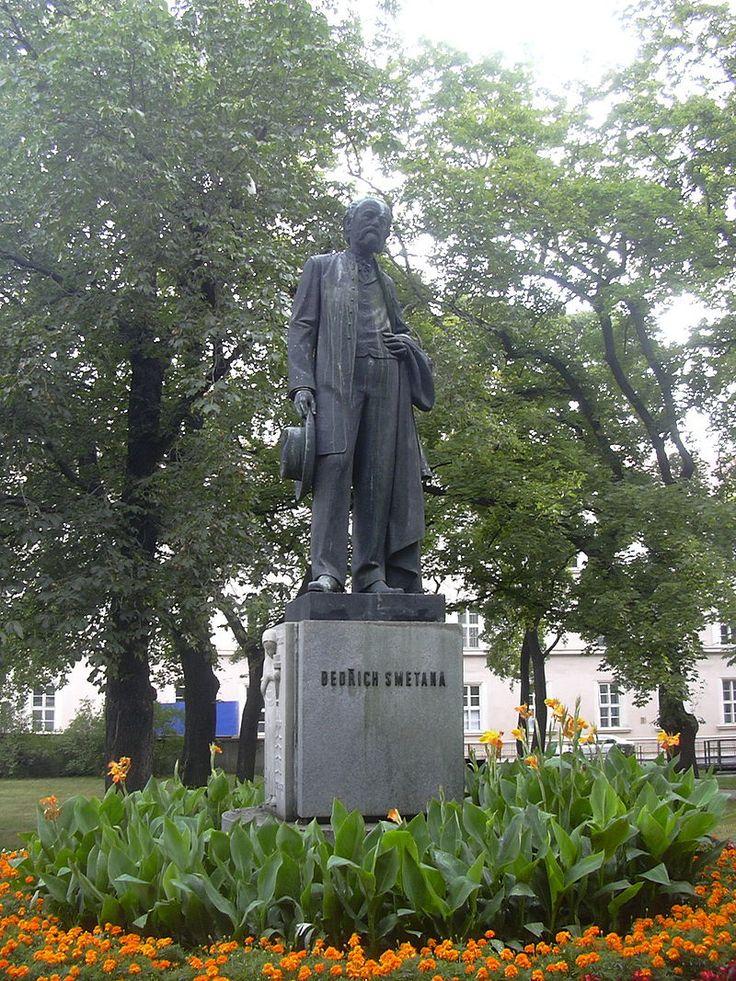 Statue in Prostějov, Bedřich Smetana, created by Jan Tříska.
