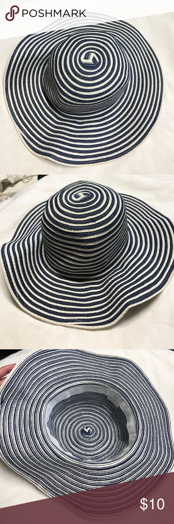 Blue and white hat Blue and white hat used once or twice great condition Accessories Hats