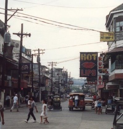 Olongapo Bar, Hot Lips