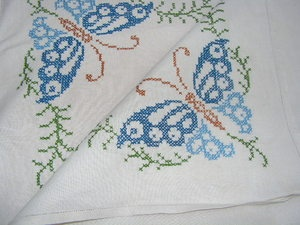 VERY PRETTY VINTAGE 1940'S/50'S HAND EMBROIDERED BUTTERFLY LINEN TABLECLOTH | eBay