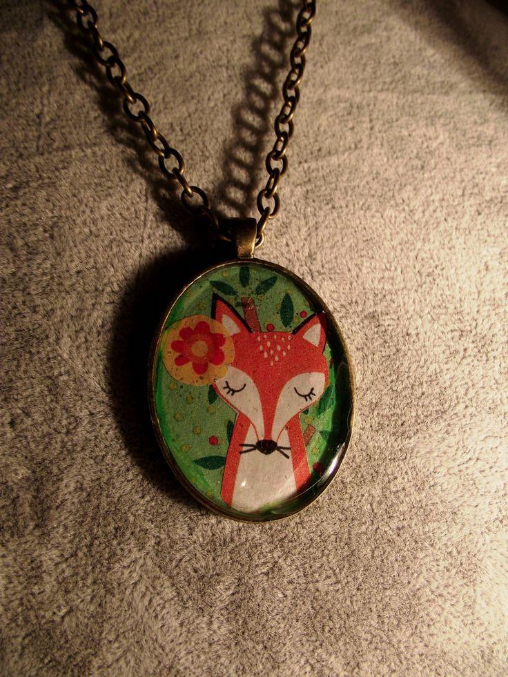 Collana del bosco con ciondolo ovale, raffigurante la volpe, fiorellini e foglie, colori dell'autunno di DarkDiviner su Etsy