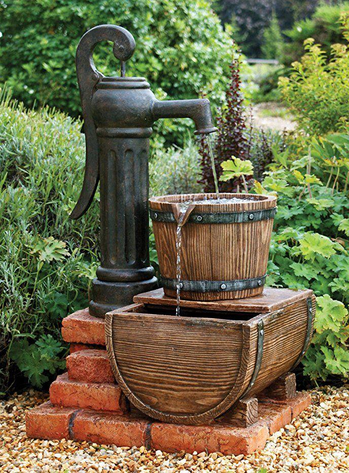 Handpumpe Und Fassbrunnen Mit Beleuchtung Schone Dekoration Fur Den Garten Werbung Brunnen Garten Solarbrunnen Garten Wasserspiel Garten