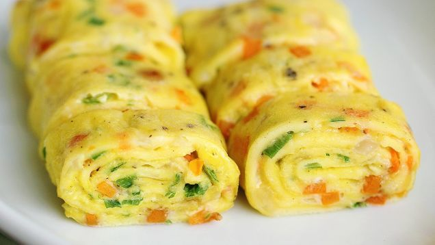 Click through for VIDEO: Perfect Korean Egg Roll Recipe by First Straining the Eggs Through a Sieve... Here's a beautiful alternative to the traditional omelet or a crepe: a Korean-style egg roll that cooks up quickly.