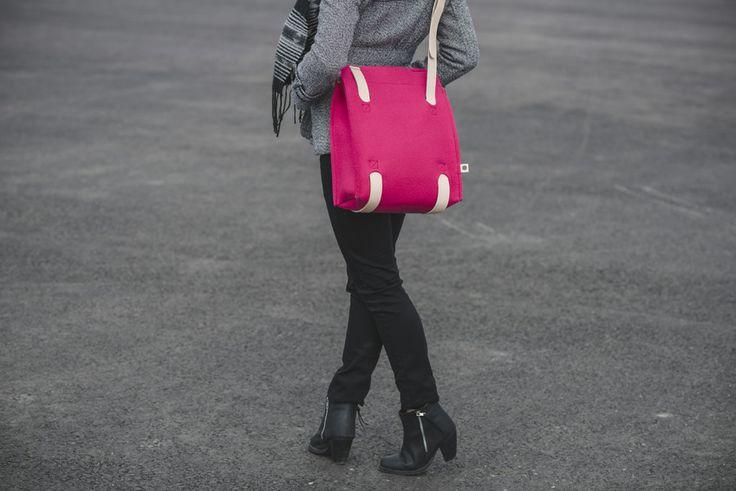 Jonas Hakaniemi for Lahtiset, bag JHFL 03-05, http://www.lahtiset.fi/fi/jhfl/jonas-hakaniemi-for-lahtiset.html #jonashakaniemi #lahtiset #felt #leather #bag #pink