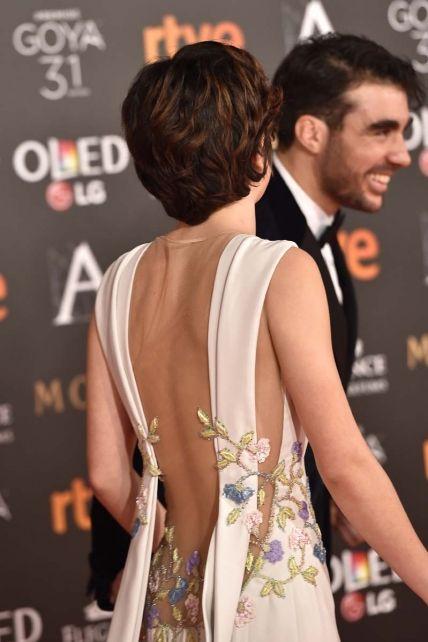 Premios Goya 2017: Detalle de los bordados de la espalda del vestido diseñado por Georges Hobeika de Anna Castillo.