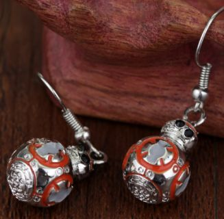 These earrings are almost too much cute.  Adorable little BB-8 our fast movin' desert friend.  Zinc alloy 1.8cm long charms weighing 16g.  Simply a must-have for Star Wars fans.