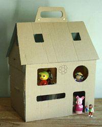 Είμαι παιδί: Ένα κουκλόσπιτο DIY, αλλιώτικο από τ΄άλλα