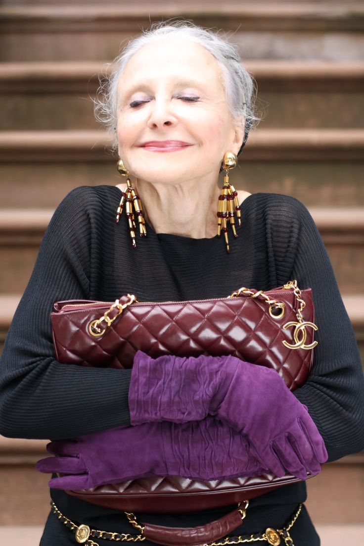 love, love the purple gloves!!!!   Happy, fashionable lady