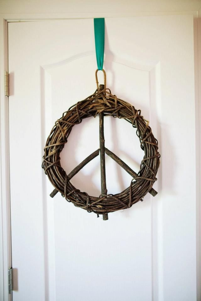 Peace sign wreath: Holiday, Peace Wreath, Peace Sign Wreath, Ornamental Ideas, Crafty, Head Ideas, Awesome Wreath, Craft Ideas, Decorating Catalog