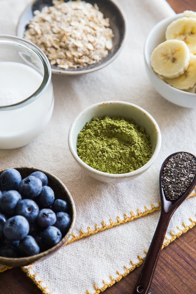 Matcha oatmeal. Overnight Oats with Summer Berries - 1 banana mash, 1/2 c rolled oats, 1/2 c lt coco milk, 1/4 c unflv almond milk, 1 tbsp chia, 1 tsp matcha powder
