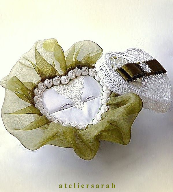 ring pillow decorating green organdy and small white roses