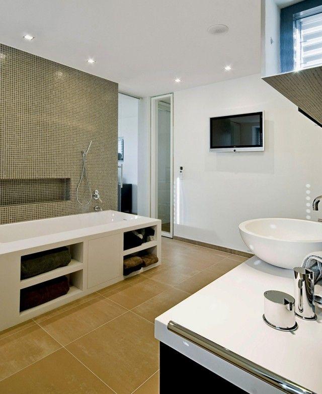 badezimmer bilder badewanne regale handbrause