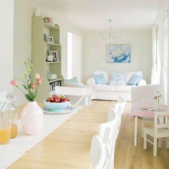shabby chic | would prefer this shabby chic style kitchen. Nice pastels colours ...