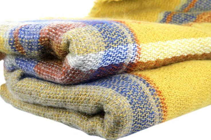 16 best echarpe foulard jaune images on pinterest yellow scarves macs and mustard. Black Bedroom Furniture Sets. Home Design Ideas
