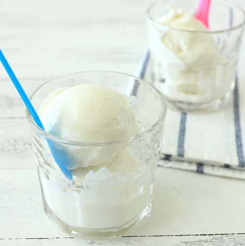 This Greek Frozen Yogurt recipe proves that delicious, creamy frozen yogurt doesn't have to be fattening! Please click on the photo, then click once more in Yumgoggle to get to this delicious recipe =)