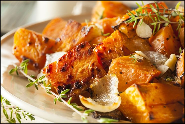 This savory herbal sweet potatoes recipe is both extremely nutritious and delicious. It makes for a great dinner or lunch side