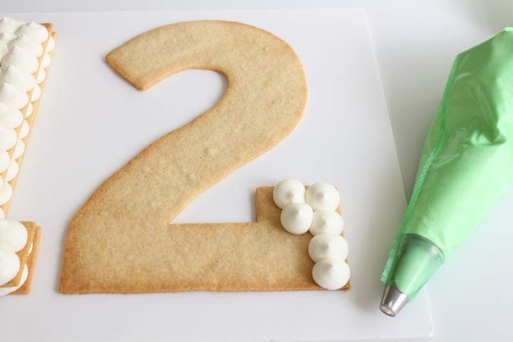 Tarte Chiffres & Lettres - LA tendance pour 2018 Les 'Number & Letter Cakes' (= gâteaux en forme de chiffres et de lettres) envahissent la toile et sont tellement frais…