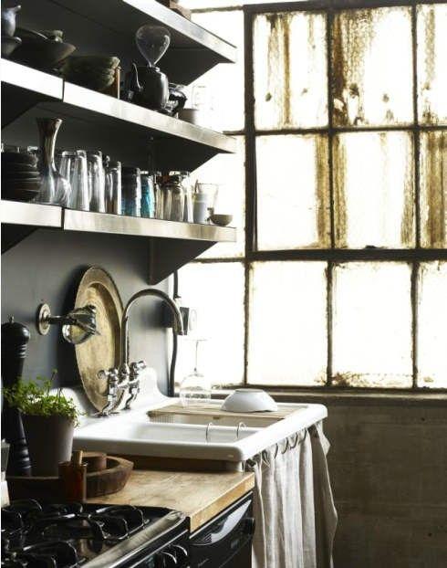 I always love old fashion kitchens!