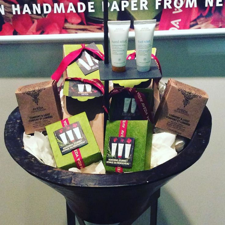 It's holiday time here at Headlines!  Here is a taster of our beautiful Aveda gift boxes more to come...#headlinessalonspa #greatday #avedacanada #yeg #yegdt #yegsalon #holiday2016 #christmas #presents #loveaveda